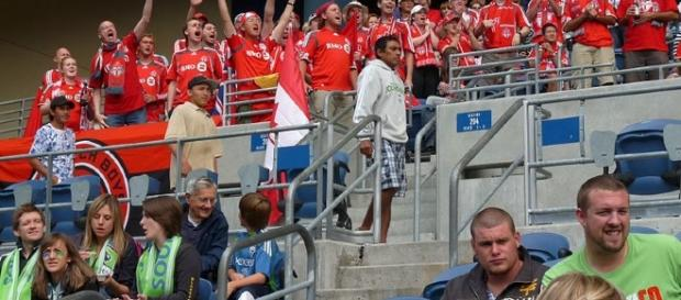 https://commons.m.wikimedia.org/wiki/File:Toronto_FC_Fans.jpg