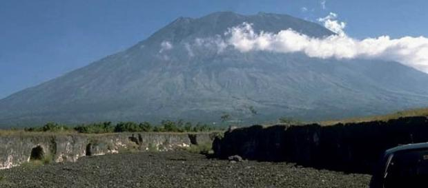 Mount Agung in Bali, Indonesia, is about to erupt. [Image: Wikimedia/Public Domain