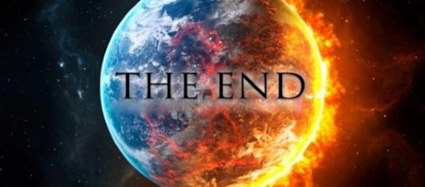 Sbagliata la profezia, il mondo doveva finire oggi, il nunerologo cristiano David Meade ha subito dato altri 'numeri' sulla fine del mondo.