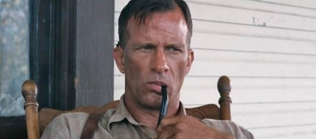 """Thomas Jane stars in the adaptation of Stephen King's """"1922"""" coming to Netflix in October [Image: YouTube/Netflix]"""