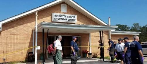 A gunman shot a woman dead and injured 8 others including himself in a Tennessee church [Image: YouTube/The Oregonian]