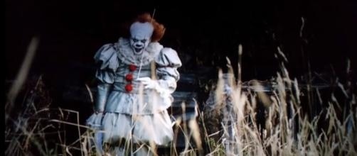 Pennywise the Dancing Clown is getting ready to terrorize the audiences all over the world again. [Nathan Wedgwood / Youtube screencap]