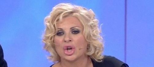 Uomini e Donne, Tina Cipollari va su tutte le furie con Sossio Aruta.