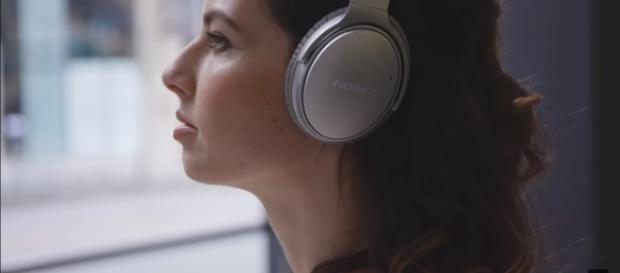 Bose QC 35 Headphones II has world-class noise cancellation technology. [Image Credit: Bose/Youtube]