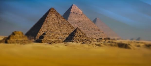 Complexul de piramide de la Giza (Egipt)