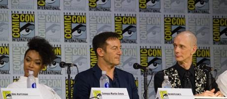 Star Trek Discovert actors at Comiccon (image courtesy of vagueonthehow wikimedia commons)