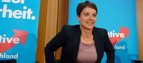 Frauke Petry, leader di Alternativa per la Germania, rinuncia al seggio in Bundestag