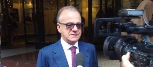 Gianfranco Rotondi durante un'intervista
