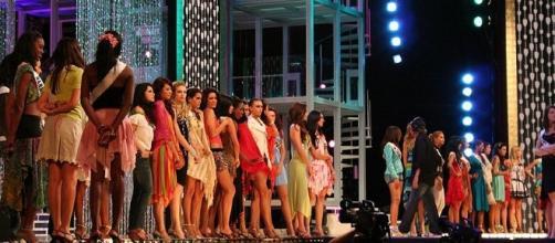 Miss Universe candidates, Image Credit: Greg Doyle / Wikimedia