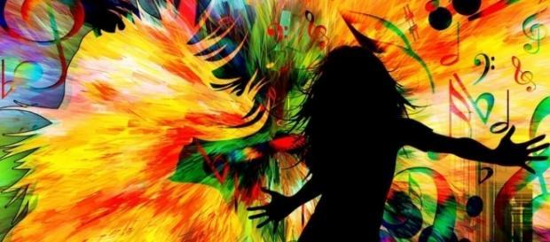 Hai mai percepito una parola come un sapore, associato lettere ad un odore, o ascoltato un suono e trasformato in un colore?