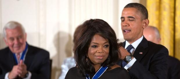 Oprah Winfrey receiving an award from former president Barack Obama. Official White House Photo by Lawrence Jackson/Public Domain