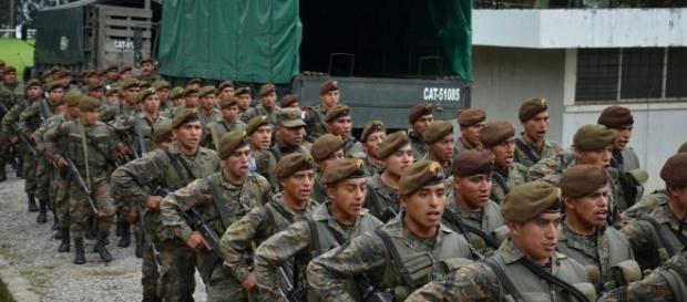 Vecinos en silencio por militarización en el Estado de sitio ... - publinews.gt
