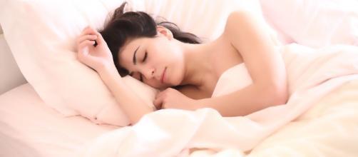 5 habits to help you sleep better [Image via pixabay.com]