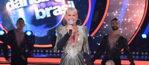 Barba? Pelos grandes no rosto de Xuxa assustam os fãs e ganham destaque no 'Dancing Brasil'