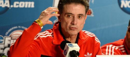 Head coach Rick Pitino at a press conference in 2013 [Image by Adam Glanzman / WikiCommons]