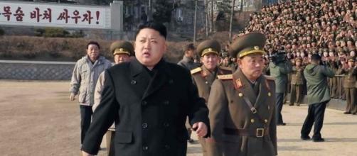 Il leader nordcoreano Kim, in rassegna alle truppe