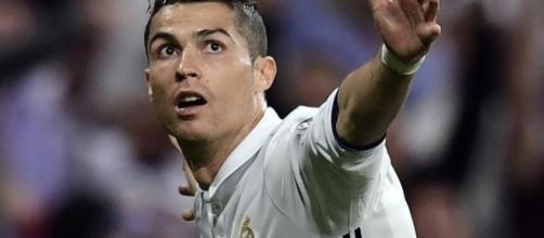 Mercato: au fait, combien ça coûterait d'acheter Cristiano Ronaldo? - bfmtv.com