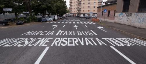 Roma, il pasticcio dei nuovi segnali a Portonaccio: la corsia ... - ilmessaggero.it