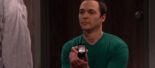 Sheldon proposes to Amy. [Image Credit: TVpromosdb/Youtube]