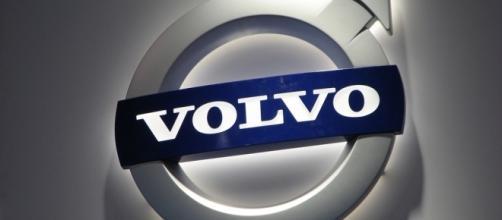 Volvo Emblem [Image via Ian Muttoo/Flickr]