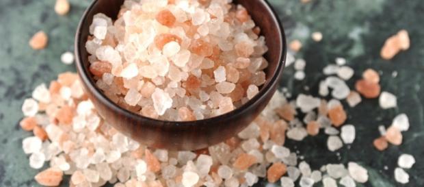 Benefícios do sal rosa do himalaia para a saúde