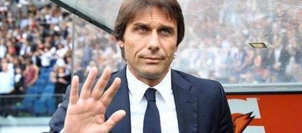 Antonio Conte waving to the camera (Nazionale Calcio via Flickr).