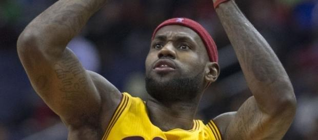 LeBron James with the jump shot | [Image by Wikimedia Commons]