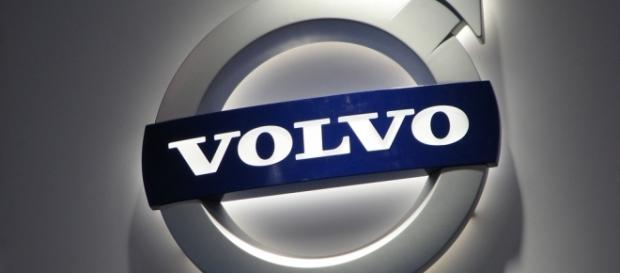 Volvo Emblem [Image via Ian Muttoo/Flickr]