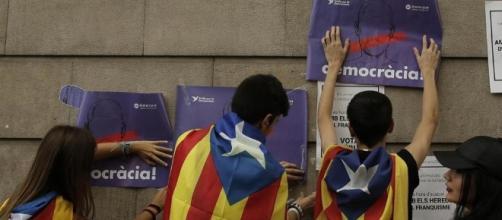 Catalogna: i giudici bloccano il voto elettronico e l'app di ... - lastampa.it