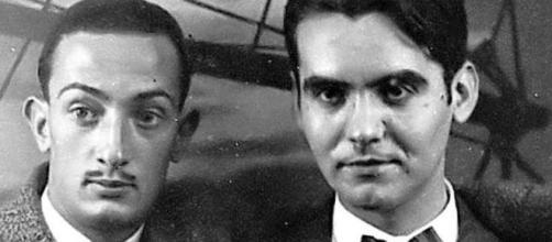 Dalí y Lorca posando en uno de sus años en la Residencia de Madrid.