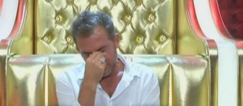 GF Vip, Daniele Bossari viene isolato dal gruppo: il gesto di Jeremias