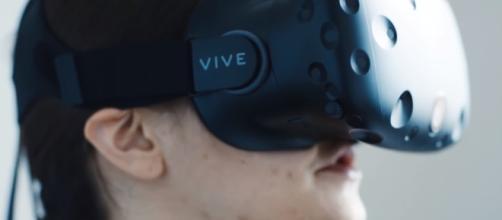Google Daydream View VR/ The Verge/ Youtube Screenshot