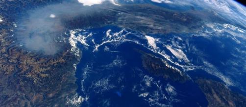 L'immagine scattata dallo spazio dall'astronauta italiano Paolo Nespoli che certifica la cappa di smog sull'area padana