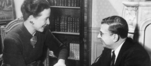 Simone de Beauvoir (izquierda) y Jean-Paul Sartre (derecha).