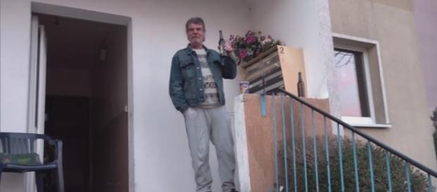 Ein Anwohner in Wolfen Nord spricht über sein Leben mit Hartz IV / Foto: RTL2