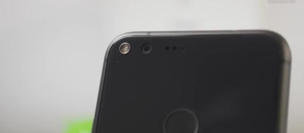 Google Pixel XL 2 release date, price to be announced next week: Report--Image source- Geekyranjit -youtube screenshot