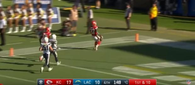 Kareem Hunt running for a touchdown (c) https://www.youtube.com/channel/UCDVYQ4Zhbm3S2dlz7P1GBDg