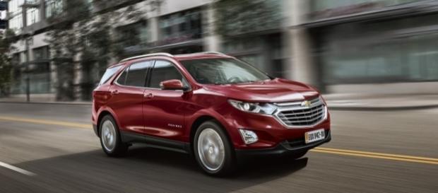 """O Equinox vai """"bater de frente"""" com as versões Limited e Trailhawkdo Compass e as vantagens do Chevrolet começam pelo motor de 262 cv"""