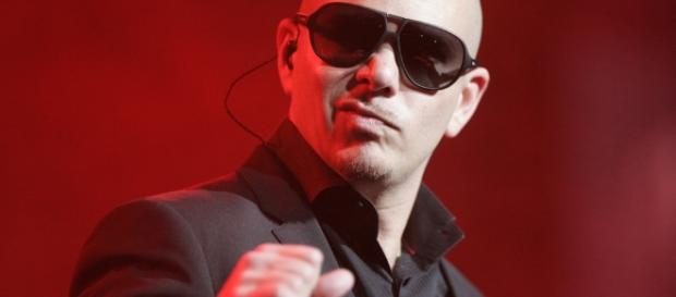 Pitbull helps cancer patients from Puerto Rico after Hurricane Maria. (Image Source: Eva Rinaldi/Wikimedia Commons)