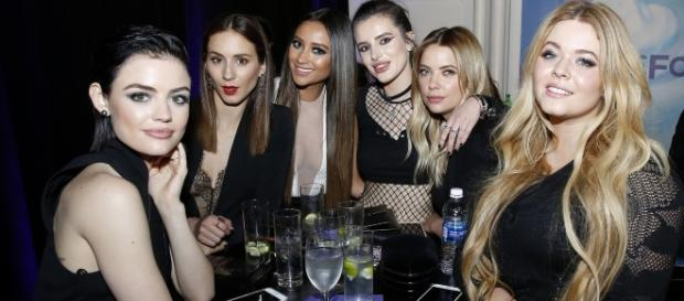 Pretty Little Liars cast with Bella Thorne. Photo: ABC/Heidi Gutman/Creative Commons