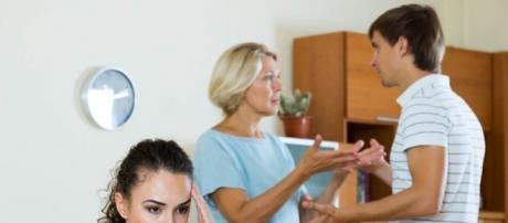 Las suegras tóxicas crean conflictos en parejas recién casadas