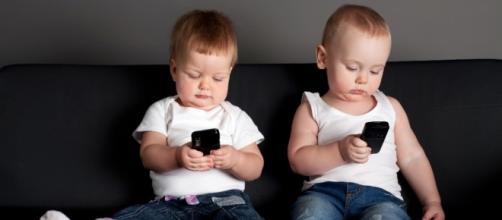 Bambini e smartphone, una dipendenza precoce - startupitalia.eu