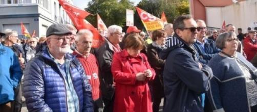 Bretagne : plus de 2000 retraités manifestent depuis ce matin contre la hause de la CSG