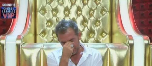 Daniele Bossari piange in confessionale - bitchyf.it