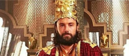 Evil assume o trono da Babilônia (Foto: Reprodução/Record TV)