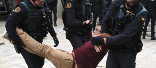 Fuertes enfrentamientos entre la Policía Nacional, la Guardia Civil y la ciudadanía marcaron la jornada