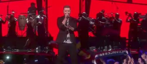 Justin Timberlake is working on a deal with the NFL to perform at the 2018 Super Bowl halftime show. [Image via justintimberlakeVEVO/YouTube]