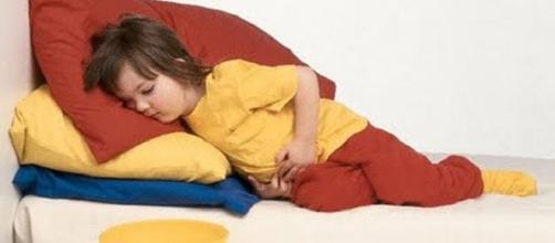 La madre si accorge degli abusi dopo che la bambina aveva accusato forti dolori alla pancia