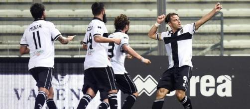 L'esultanza di Calaiò dopo il gol alla Cremonese (TuttomercatoWeb)