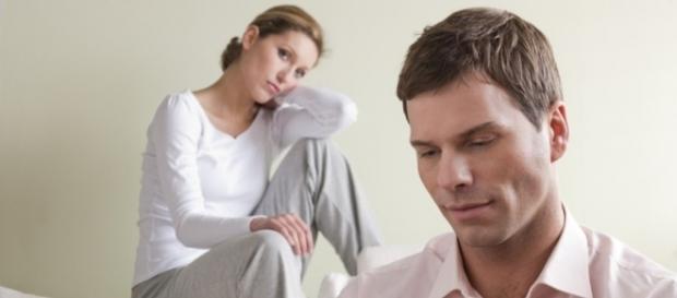 Receber críticas que abalam a autoestima é um sinal de um relacionamento errado